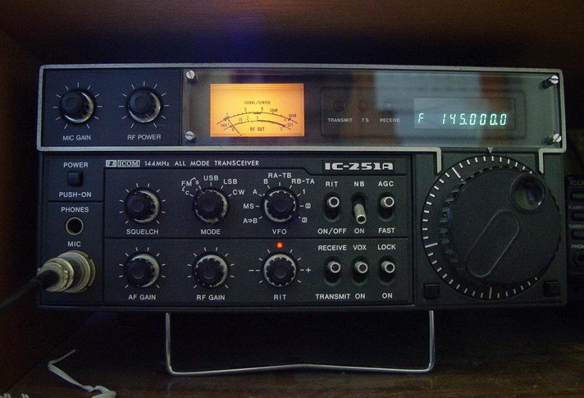 Analoginių radijo bangų imtuvas-siųstuvas
