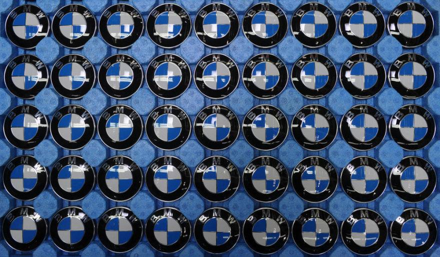 BMW ženkliukai