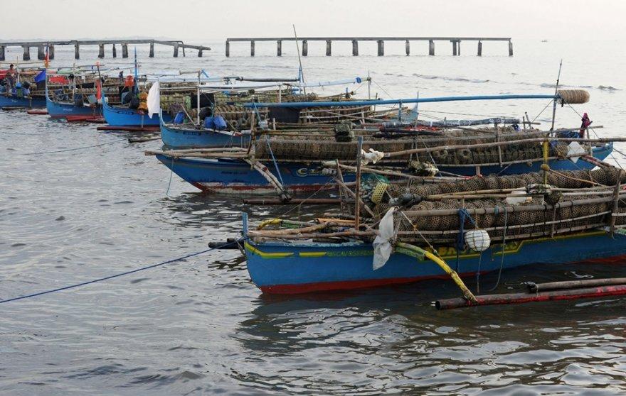 Filipinų sostinėje Maniloje stovinčios žvejų valtys.