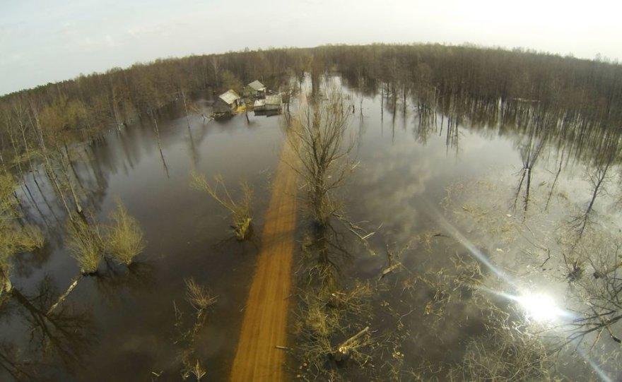 Potvynis pamaryje: apsemta pusė kilometro kelio Rusnė-Šilutė