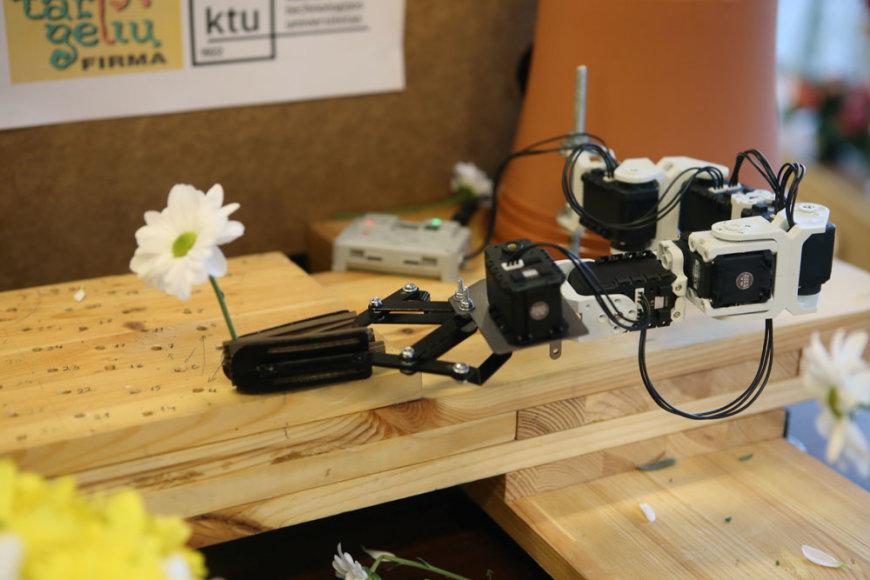 Gėlių robotas