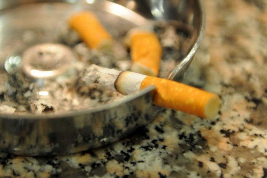 Surukytos cigaretės peleninėje