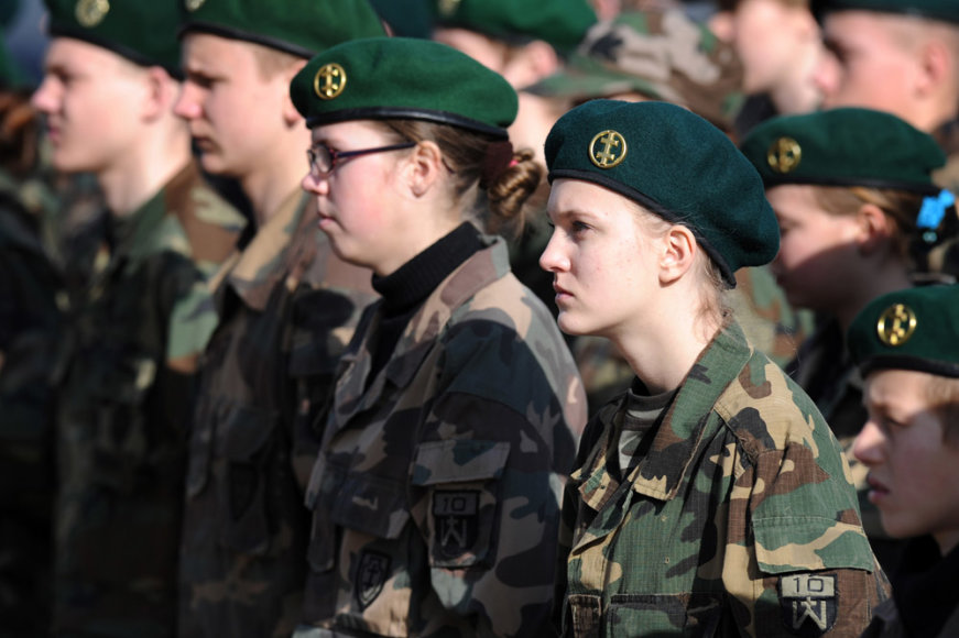 Lietuvos šaulių sąjungos jaunųjų šaulių pasižadėjimo ceremonija aikštėje prie Krašto apsaugos ministerijos.
