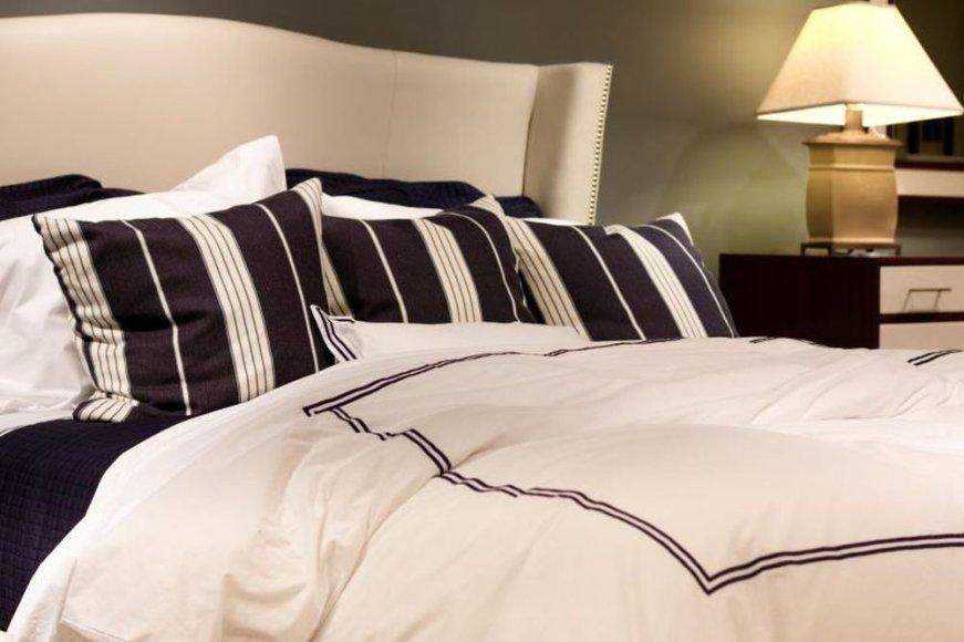 Kai kurie interjero dizaineriai patalynę laiko miegamojo interjero elementu.