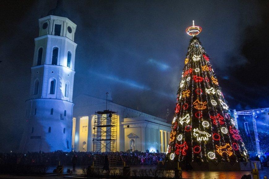 Vilniuje įžiebta Kalėdų eglė