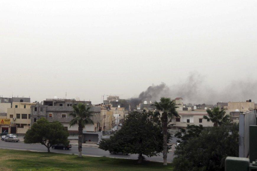 Dūmai virš Libijos Nacionalinio kongreso Tripolyje