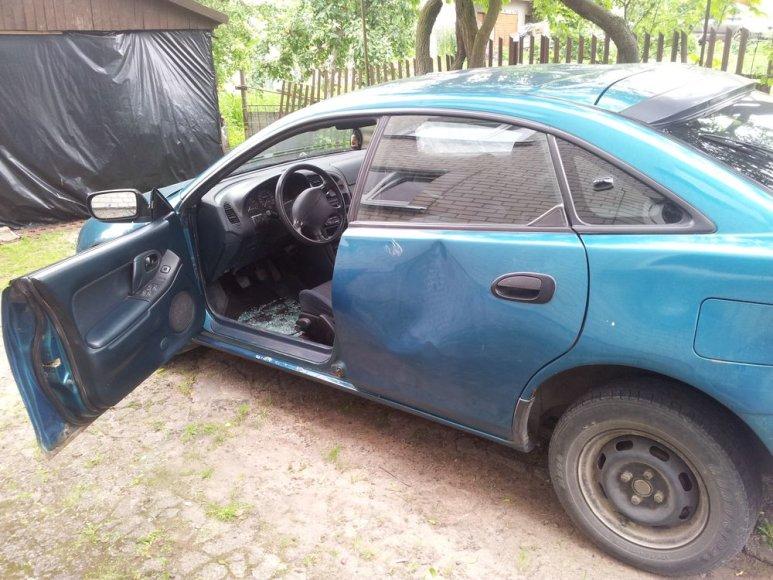 Suniokotas automobilis