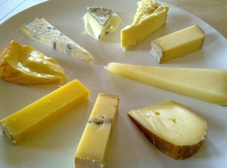Kuriuos sūrius valgyti laikantis dietos?