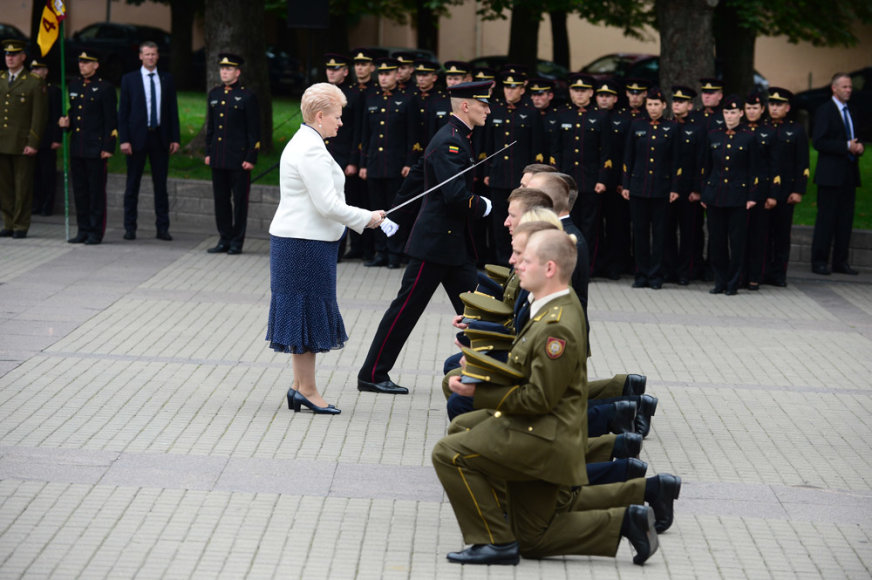 Generolo Jono Žemaičio Lietuvos karo akademijos absolventams suteiktas pirmasis karininko – leitenanto laipsnis