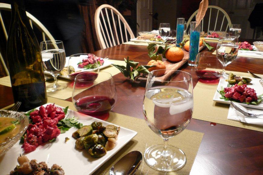 Šventinių pietų stalas