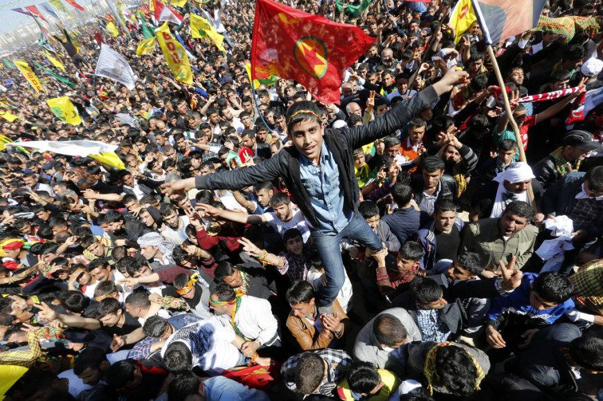 Reede, 21 märts. Kurdid Türgis kevade algust vastu võtmas.