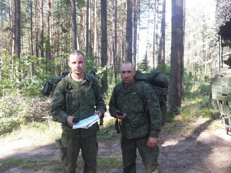 Vyresnysis eilinis Sergejus Dulovas ir eilinis Robertas Sapronaitis