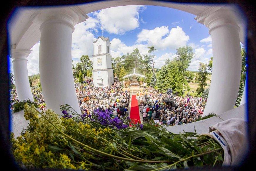 Atlaidai Pivašiūnuose kasmet pritraukia minias tikinčiųjų.