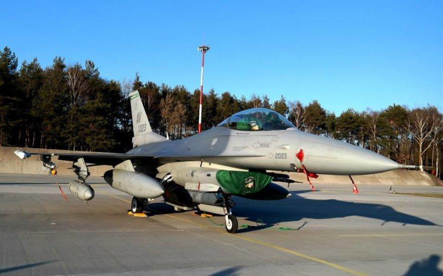 Naikintuvai F-16 ir kiti JAV lėktuvai jau Lenkijoje