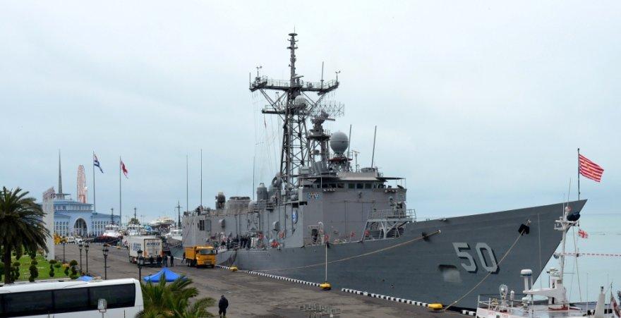 JAV karo laivas USS Taylor prisišvartavo Gruzijos uoste Batumyje