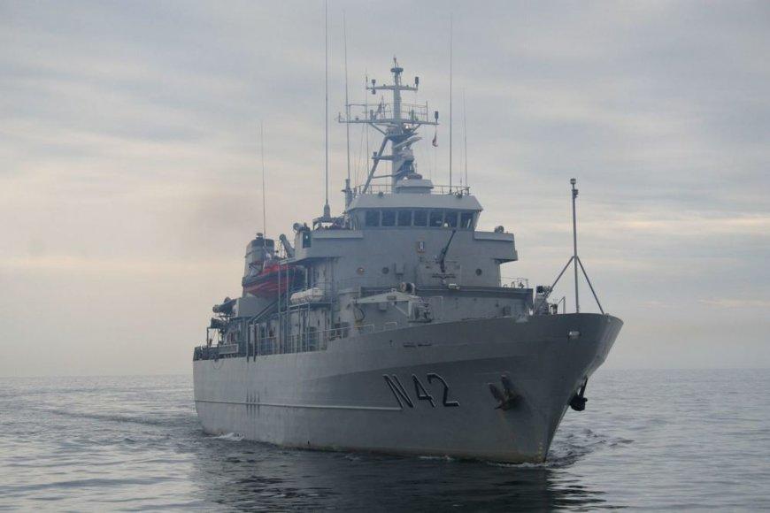 """Karinis laivas """"Jotvingis"""" išplaukė į tarptautines pratybas."""