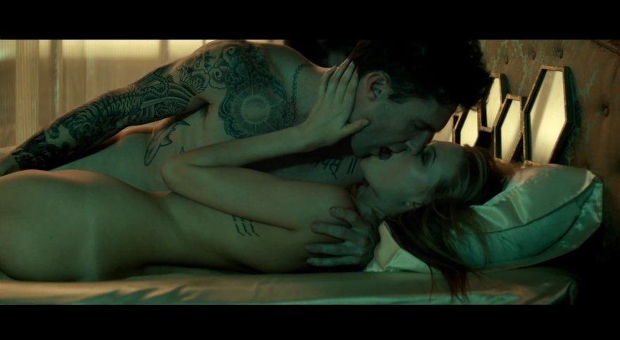 """Adamas Levine'es ir Behati Prinsloo dainos """"Animals"""" vaizdo klipe"""