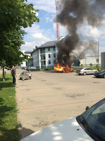 Ukmergėje sudegė automobilis