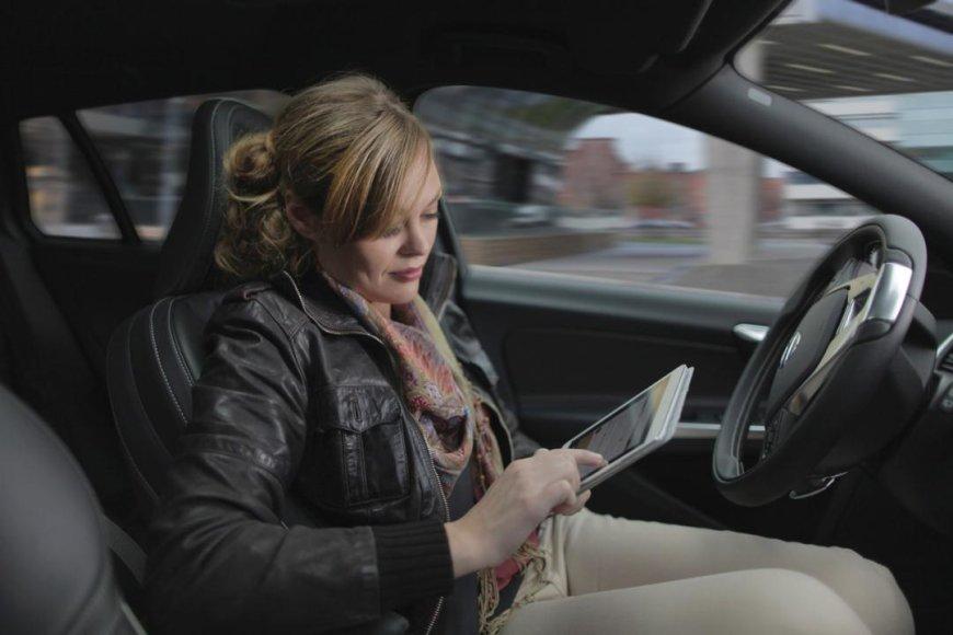 """""""Volvo"""" autonominiai automobiliai"""