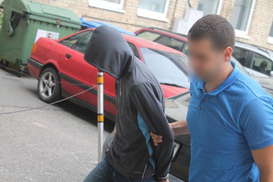 Į teismą vedamas nužudymu įtariamas nepilnametis