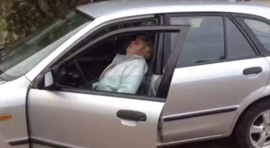 """Prie vairo """"nulūžusi"""" moteriškė"""