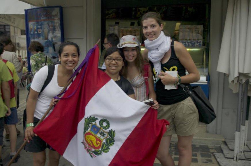 Merginos iš Peru.