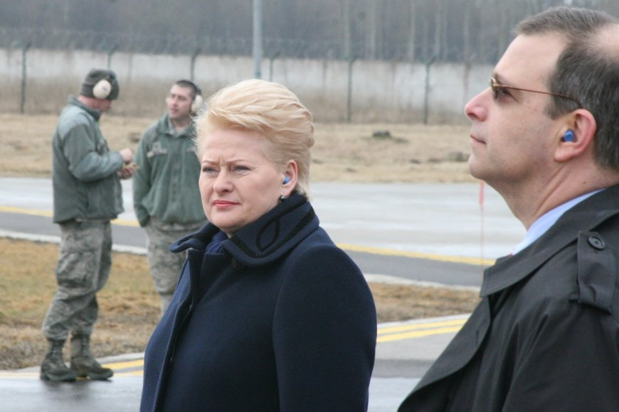 Dalia Grybauskaitė NATO bazėje