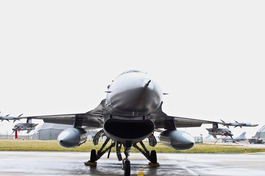 """Belgų naikintuvai F-16 """"Fighting Falcon"""""""