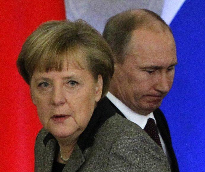 Angela Merkel ir Valdimiras Putinas
