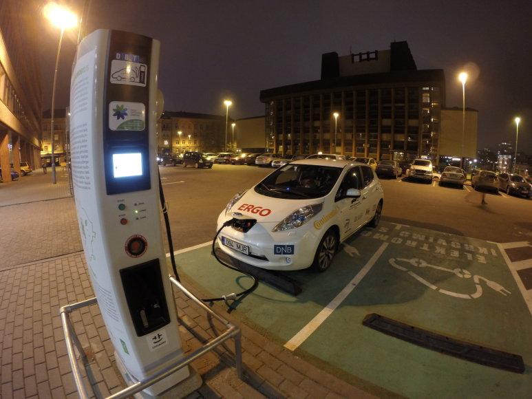 """""""Nissan LEAF"""" elektromobilis"""