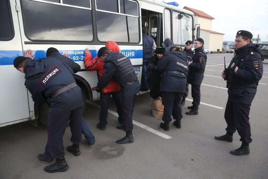 Rusijos policija sulaiko įtariamuosius
