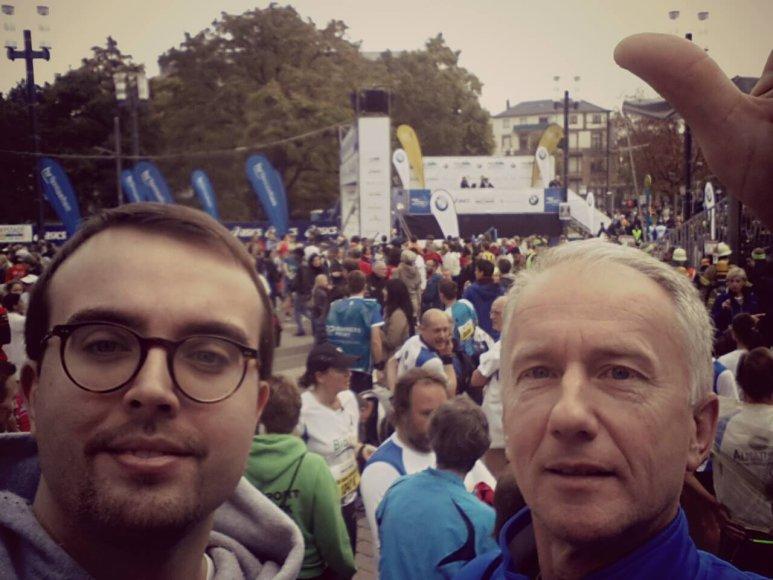"""Visuomeninės organizacijos """"Vieningas Kaunas"""" nariai Povilas Mačiulis ir Gediminas Vasiliauskas Frankfurto maratone įveikė 42 km distanciją"""