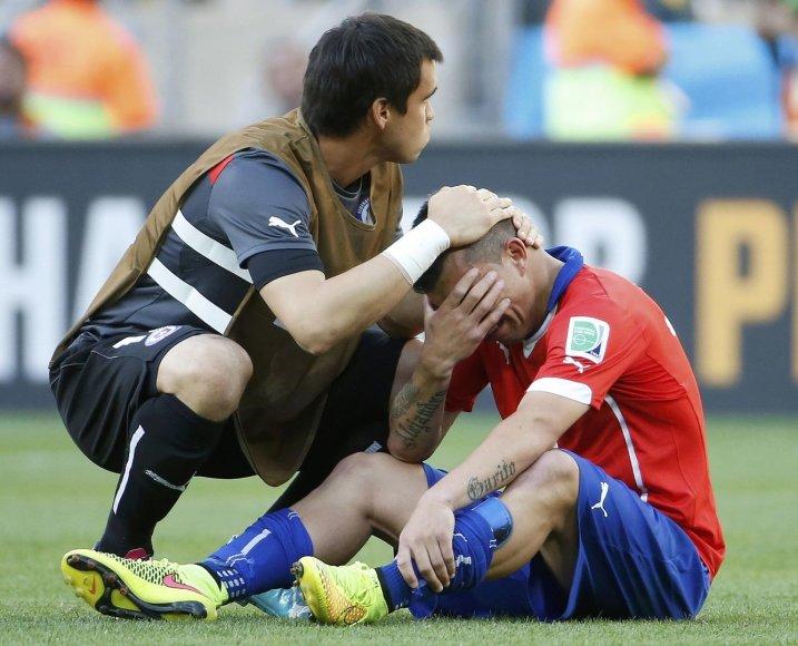 Čilės žaidėjas Gary Medelis verkia po nesėkmės čempionate