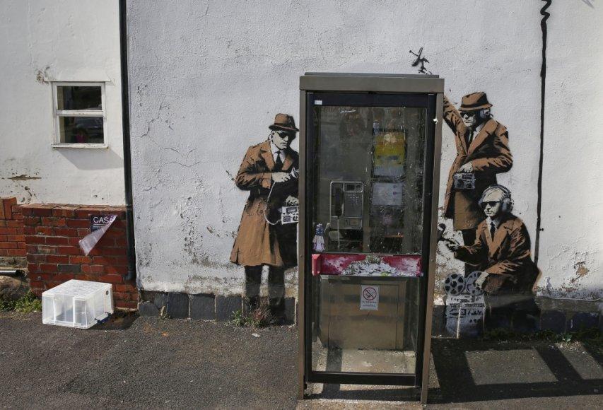Grafitis prie Didžiosios Britanijos žvalgybos agentūros GCHQ būstinės