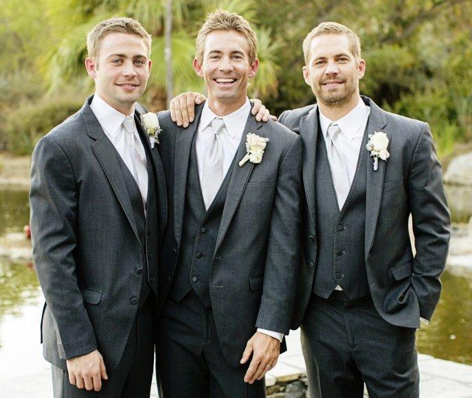 Paulas Walkeris (dešinėje) su savo broliais Calebu (centre) ir Cody (kairėje)
