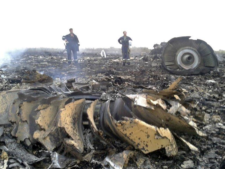 """Ukrainoje sudužęs Malaizijos laineris """"Boeing 777"""" su 295 žmonėmis numuštas iš Rusijos teritorijos?"""