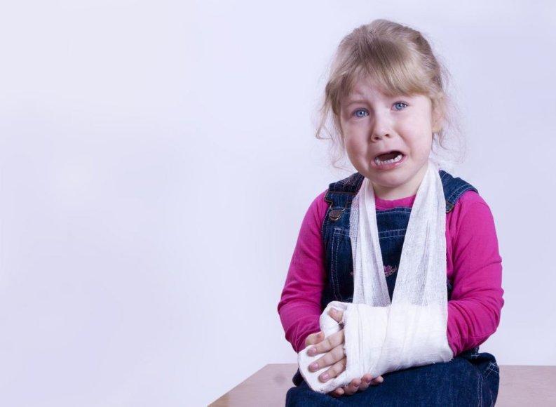 Susižeidusi mergaitė