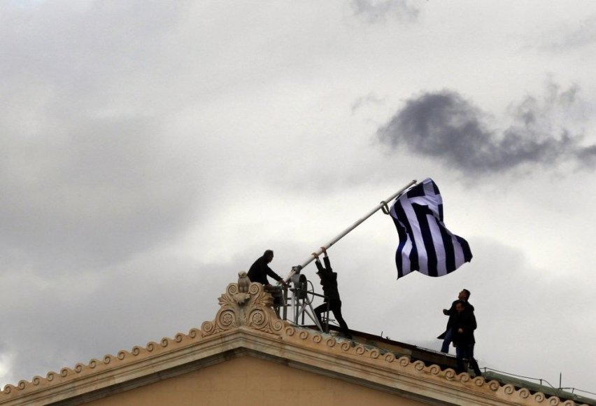 Ant parlamento keliama Graikijos vėliava