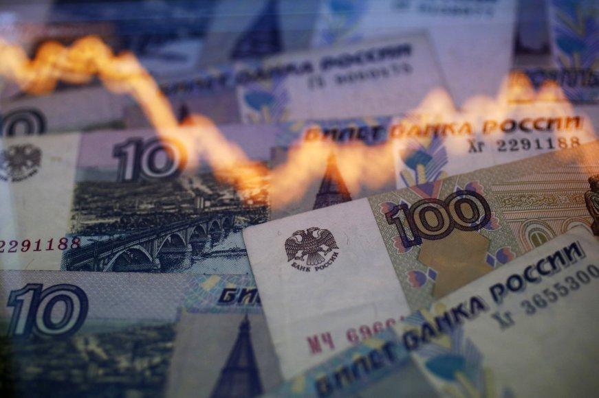 Rusijos rublio nebegelbsti milijardinės šalies centrinio banko intervencijos