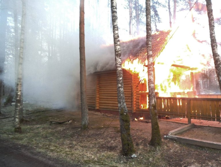 Šilutės rajone degė pirtis