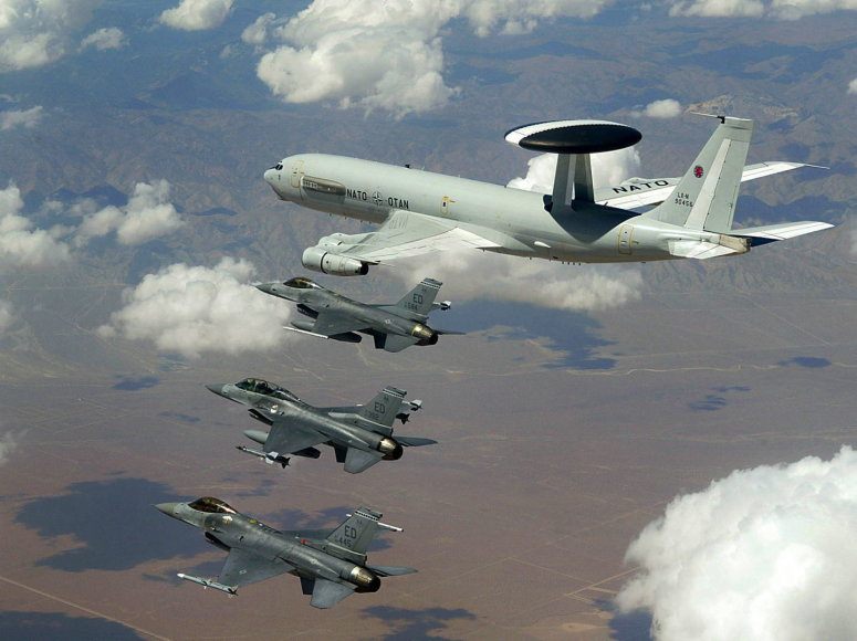 NATO lėktuvai