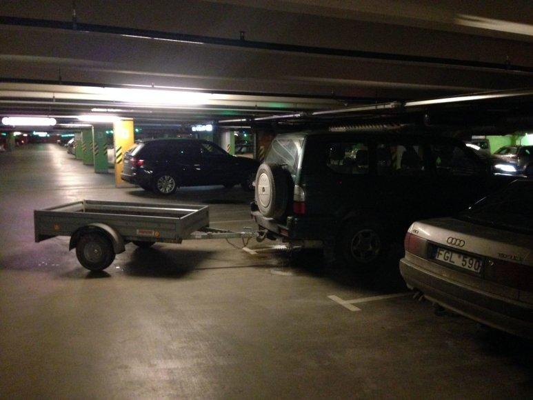 """Automobilis su priekaba """"Panoramos"""" prekybos centre"""
