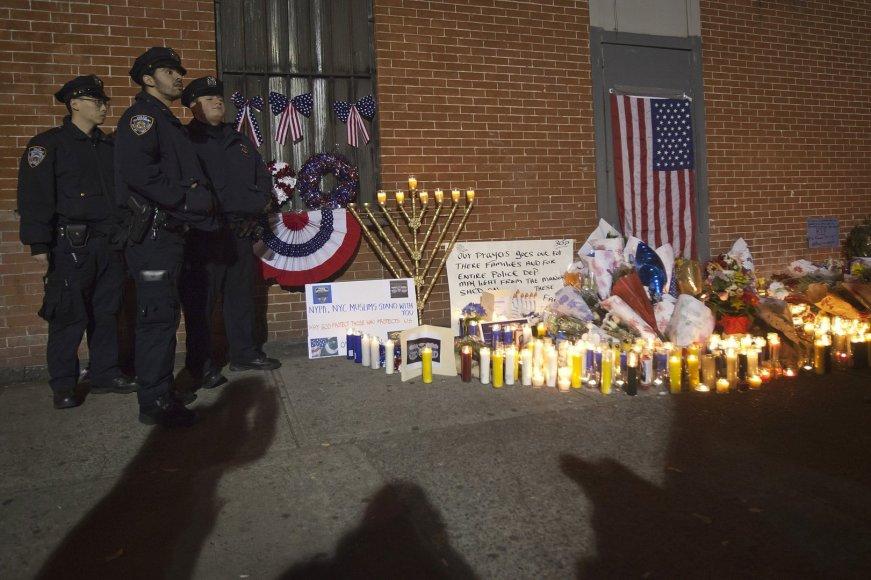 JAV policininkai dviejų savo kolegų nužudymo vietoje Niujorke
