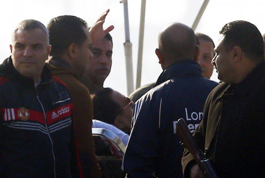 Hosni Mubarakas atgabenamas į teismą
