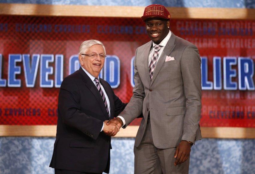 NBA komisaras Davidas Sternas ir Anthony Bennettas