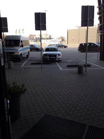 Blondinės parkingas