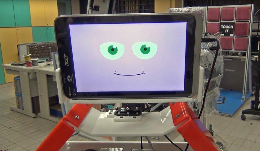 Robotas, treniruojantis senelius