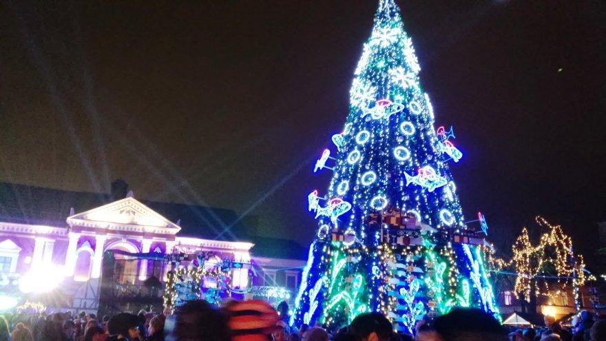 Klaipėdoje įžiebta kalėdinė eglė