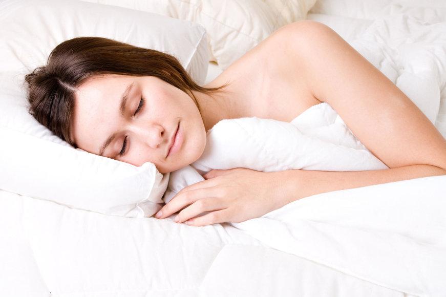 Vida Press nuotr./Moteris miega