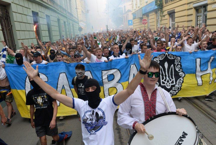 Futbolo sirgalių vienybės maršas